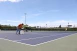 Una de las canchas de tenis del club