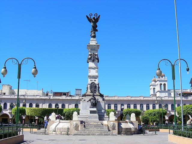 El Salvador en monumentos