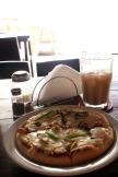 Una pizza y horchata de maní en Jipis Japis. ¿Se puede ser más feliz?