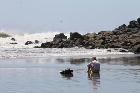 Turista extranjera en Playa las fores, San miguel. Foto pablo Corozo